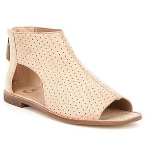 Gianni Bini perforated leather sandals field day 9
